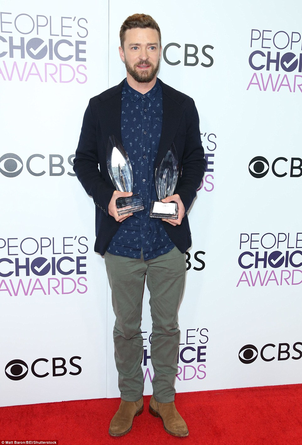 3C42AF2D00000578-4129386-Winning_Justin_Timberlake_posed_on_the_red_carpet_after_nabbing_-a-22_1484868945235