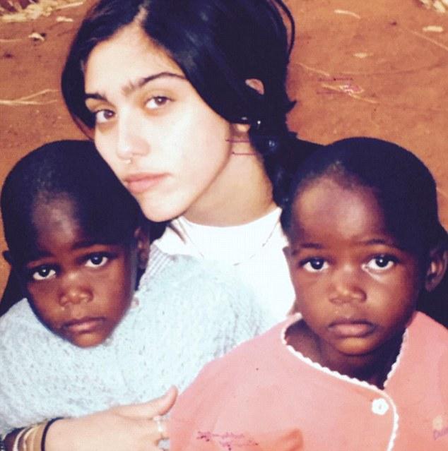 Дочь Мадонны Лурдес с близняшками