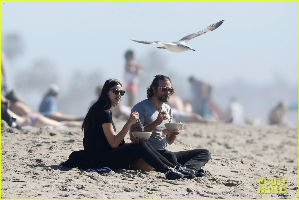 bradley-cooper-pregnant-irina-shayk-spend-a-romantic-day-at-the-beach-03