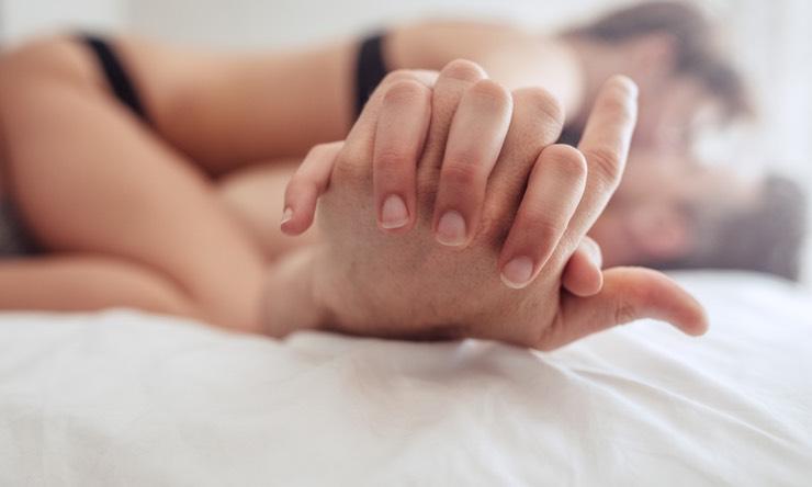 Идеальное тело ебут на кровати полагаю