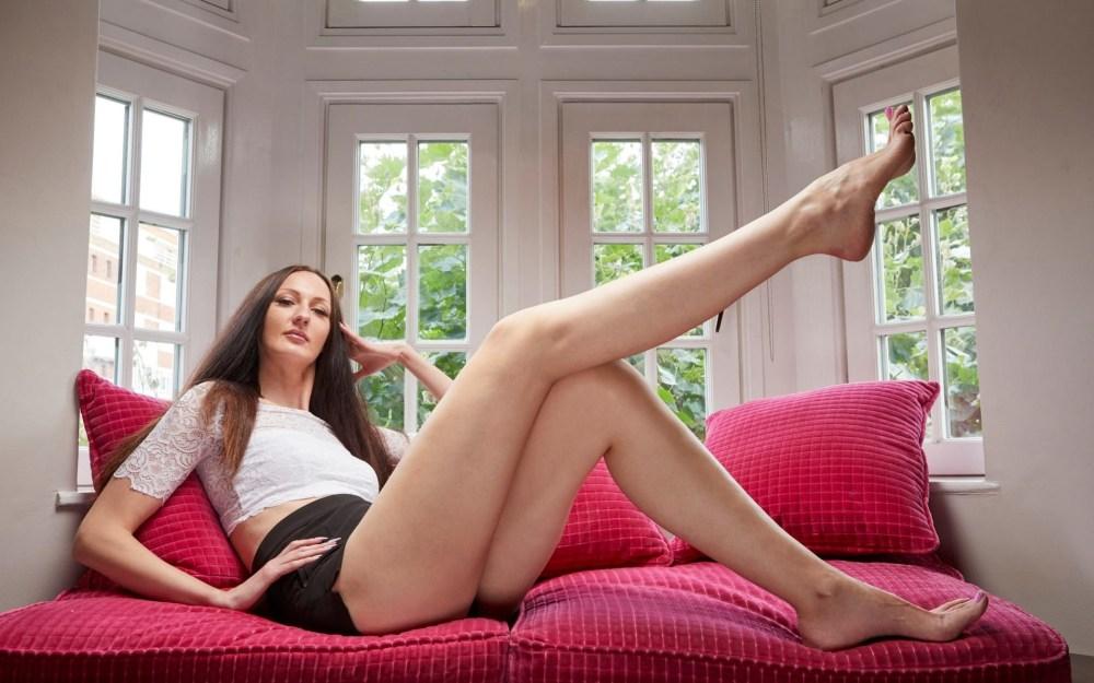 Российская модель стала обладательницей самых длинных ног в мире  фото