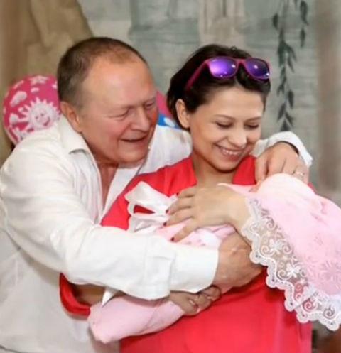 Секс отец дочь для взрослых впервые