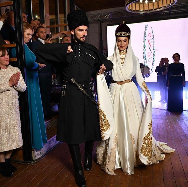 Сати Казанова восхитила своими свадебными платьями — фото