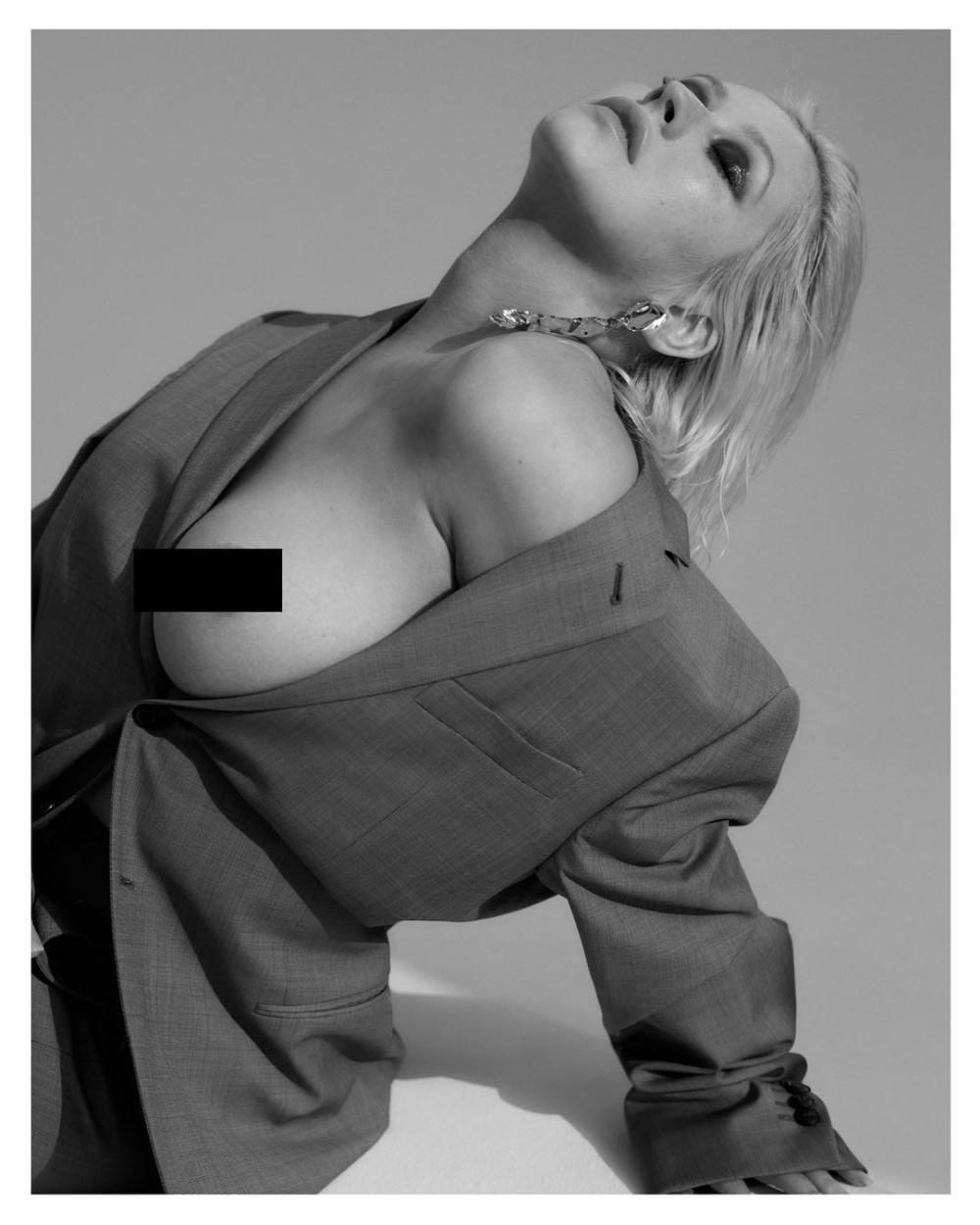 Кристина Агилера позировала топлес для обложки нового альбома — фото