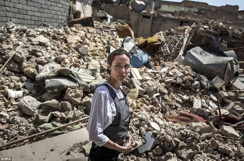 Джоли посетила бывшую столицу ИГИЛ в Ираке — фото
