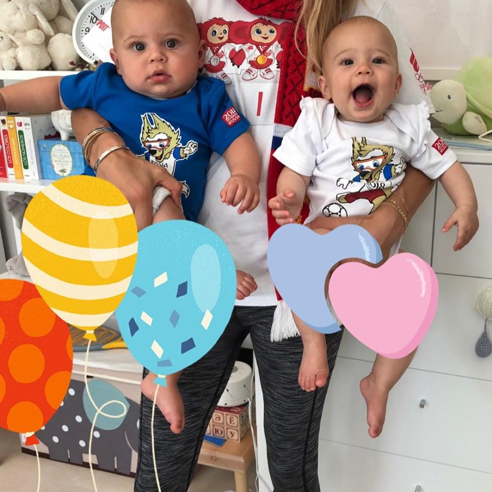 Курникова и Иглесиас впервые показали своих двойняшек вместе — фото