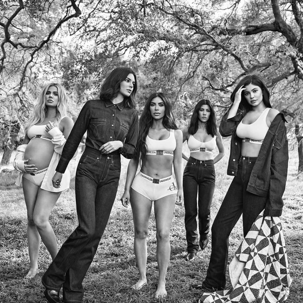 Сестры Дженнер-Кардашьян снялись в рекламе нижнего белья — фото