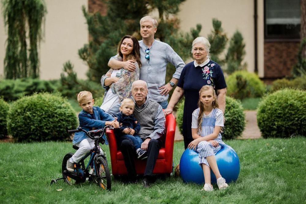 Сергей Светлаков больше года скрывал третьего ребенка — фото