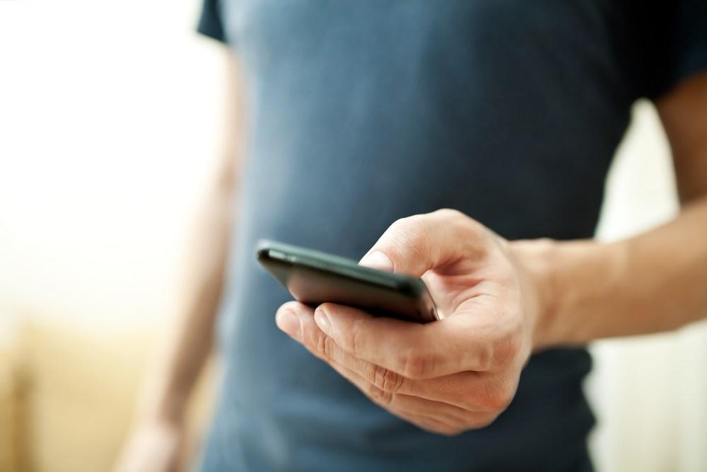 Как ты держишь телефон, и что это говорит о твоем характере