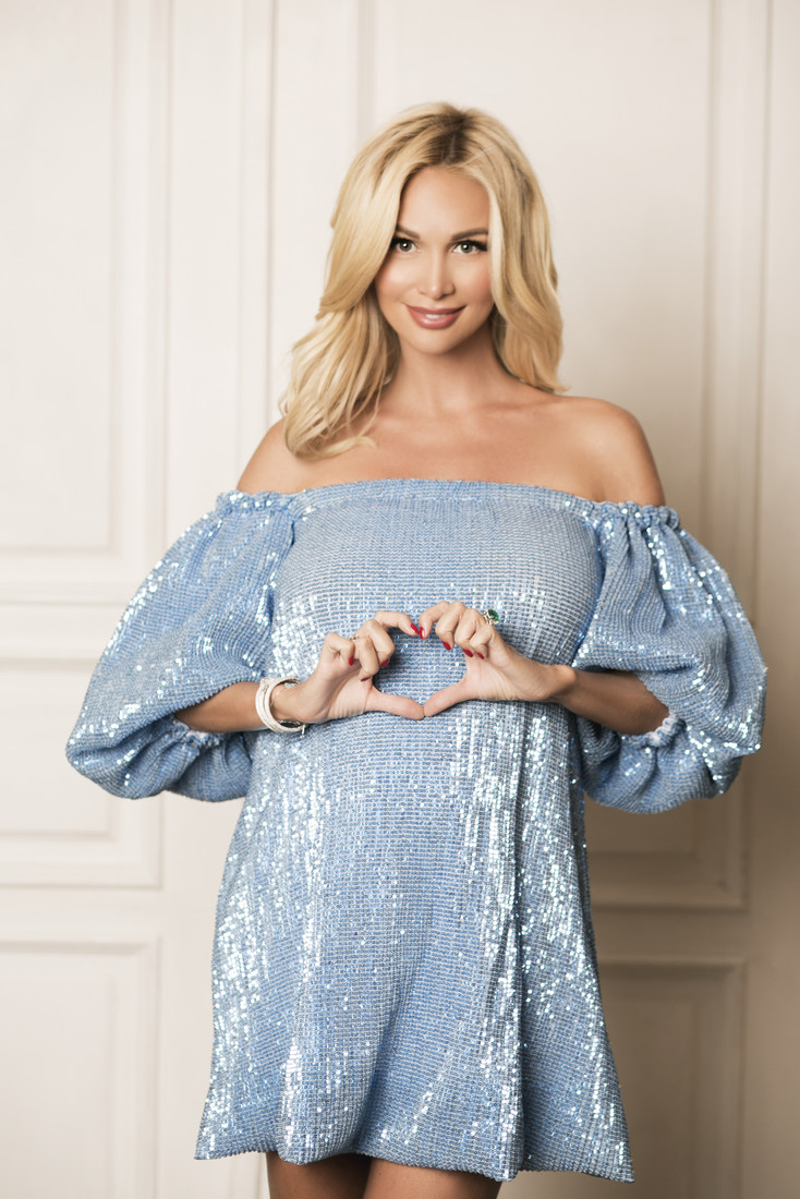 В сети появилась беременная фотосессия Виктории Лопыревой