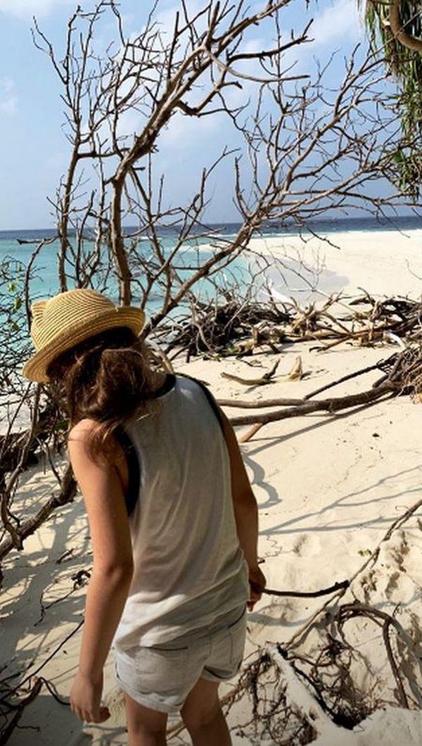 Лобода улетела со старшей дочкой на острова — фото