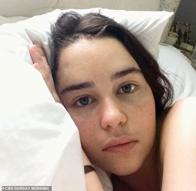 Эмилия Кларк шокировала снимками из больницы после инсульта