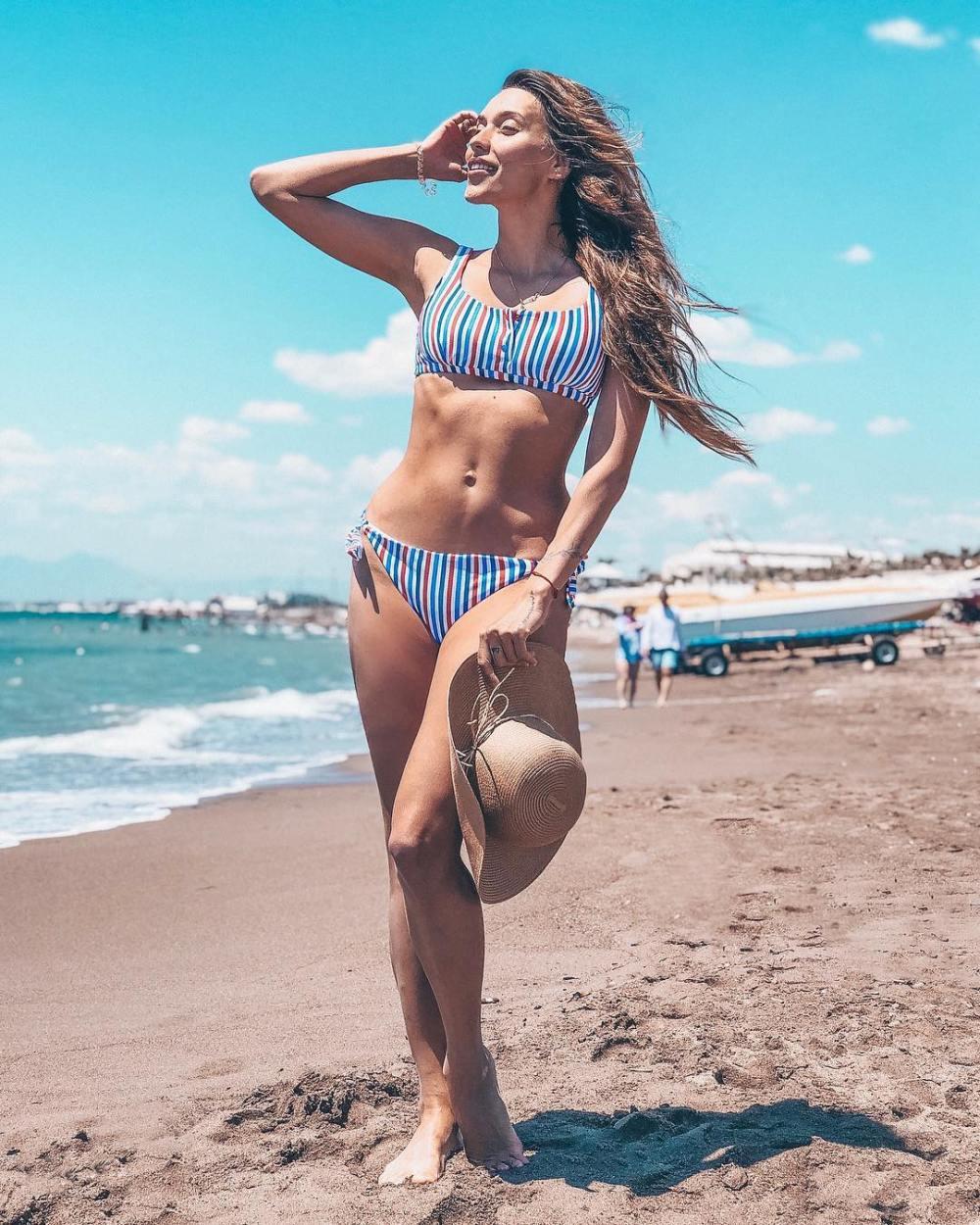 Тодоренко и Топалов возмутили подписчиков своими «неидеальными» фигурами на пляже
