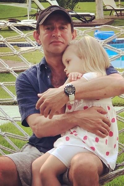 Супруга Константина Хабенского показала его фото с дочкой