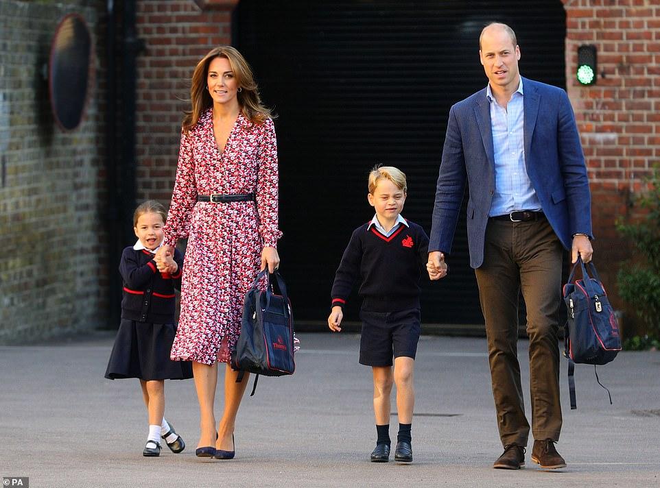 Принц Уильям и Кейт Миддлтон отвели дочь Шарлотту в первый класс — фото