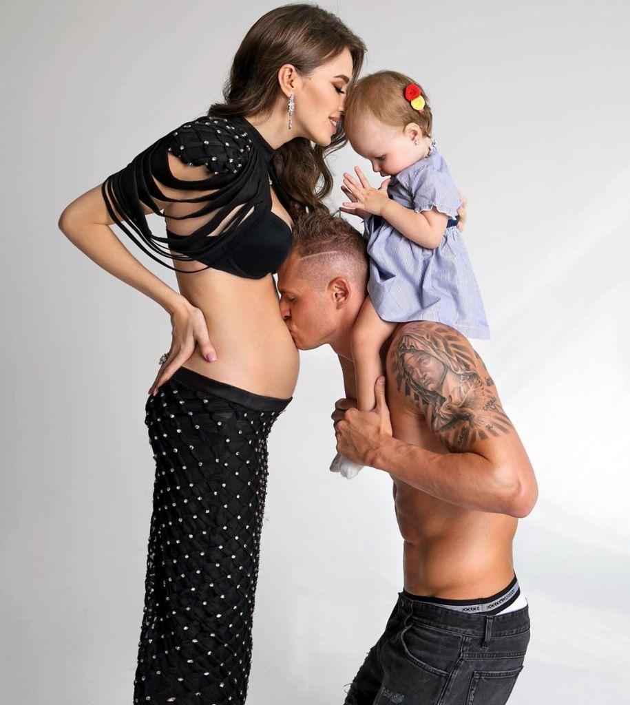 Анастасия и Дмитрий Тарасовы ждут второго ребенка — через год после рождения первого: фото