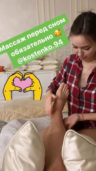 Беременная жена Тарасова делает ему на ночь массаж ног