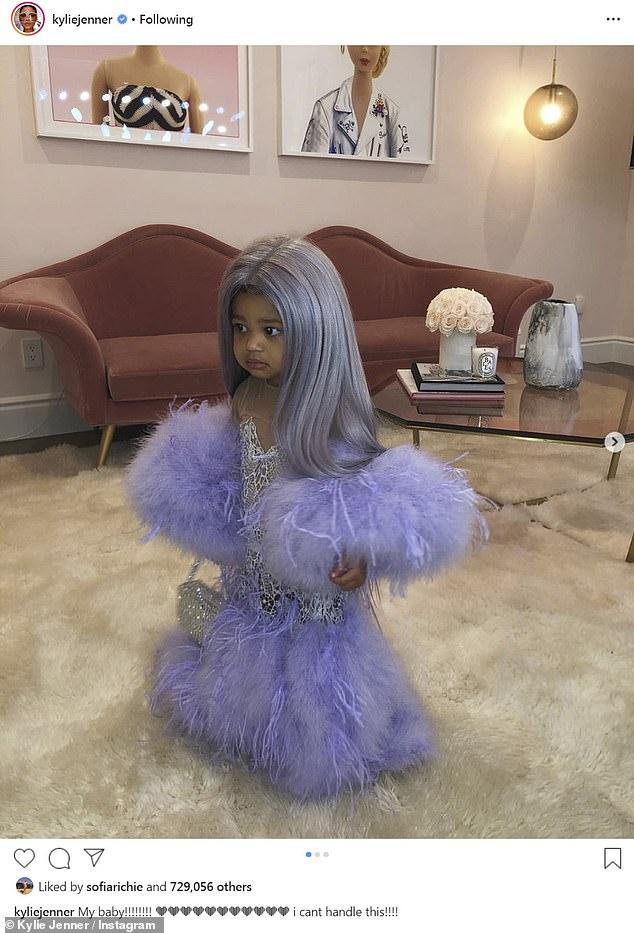Кайли Дженнер нарядила дочь в себя на Хэллоуин — фото