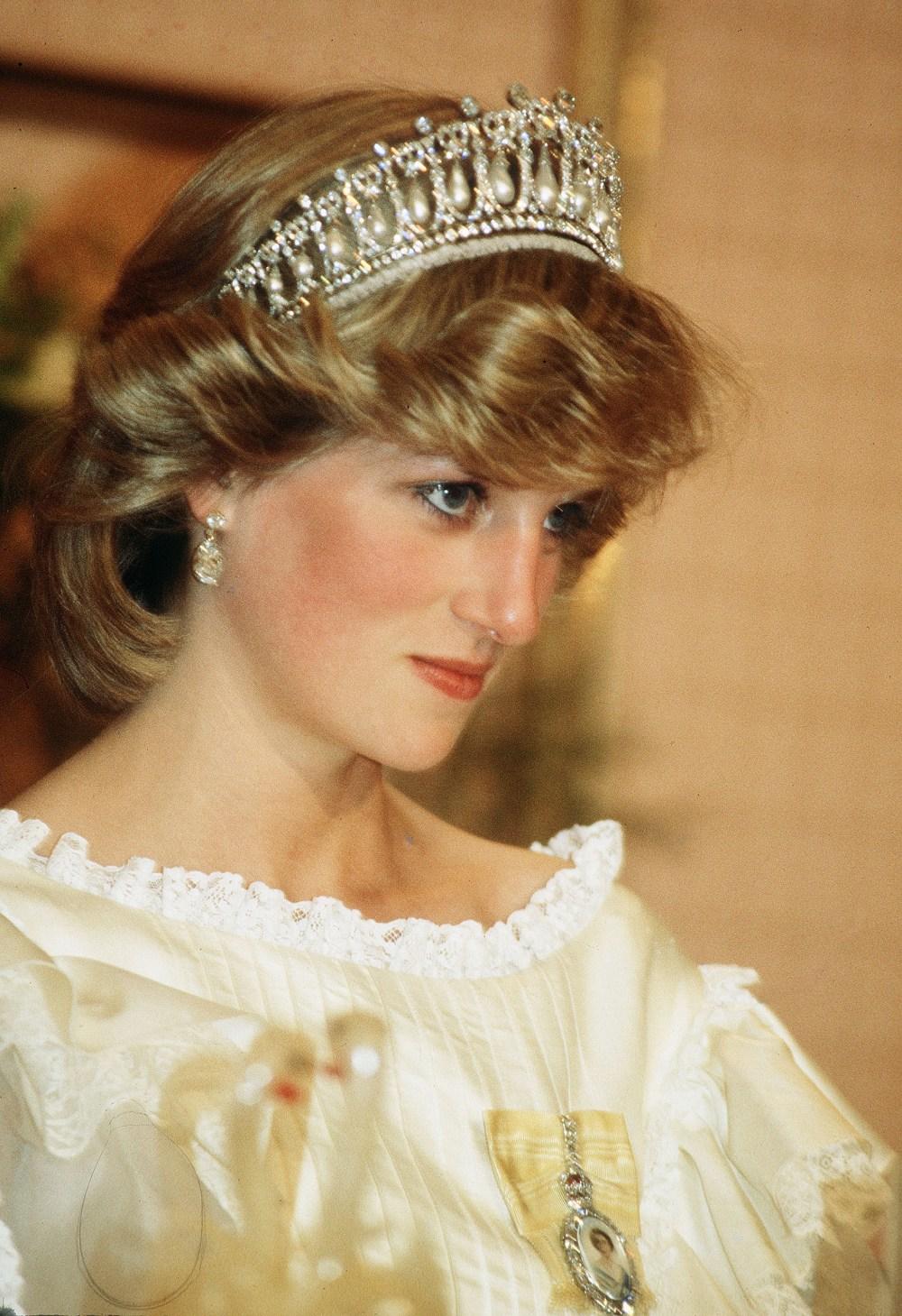 Кейт Мидллтон вышла в тиаре принцессы Дианы — фото