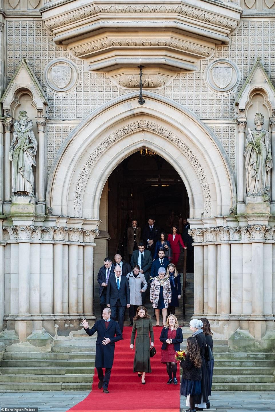 Принц Уильям и Кейт Миддлтон выглядят счастливыми на фоне скандала с Гарри и Меган