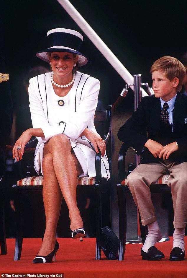 Принц Гарри признался, что 7 лет проходил терапию после смерти матери