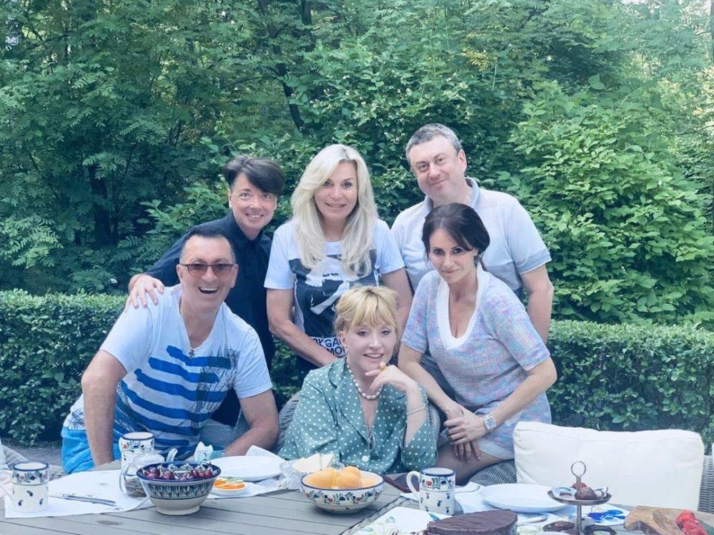 В сети обсуждают новые снимки 71-летней Пугачевой