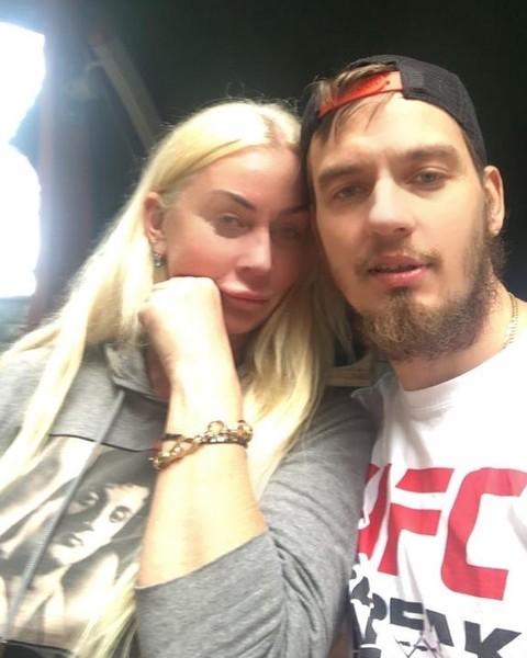 Лера Кудрявцева невероятно похожа на маму своего молодого мужа