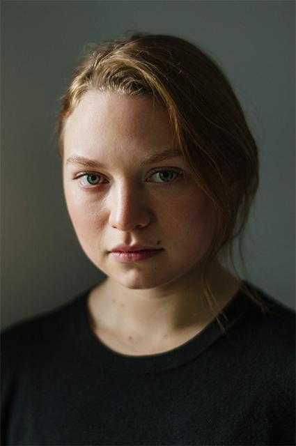 20-летняя дочь Кейт Уинслет уже играет в кино, но под другой фамилией