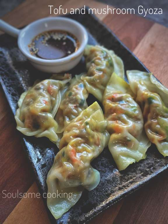 how to make vegan gyozas. How to make vegetarian gyozas. Meat free Monday recipes. Japanese vegan recipe. Japanese vegetarian recipe. Gyoza at home. mushroom and tofu recipe.