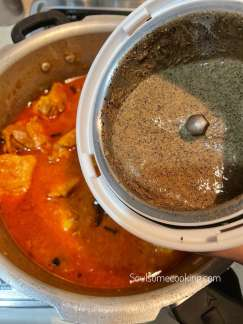 How to make pepper chicken gravy.  easy recipe. Spicy chicken curry. Chicken gravy with black pepper.