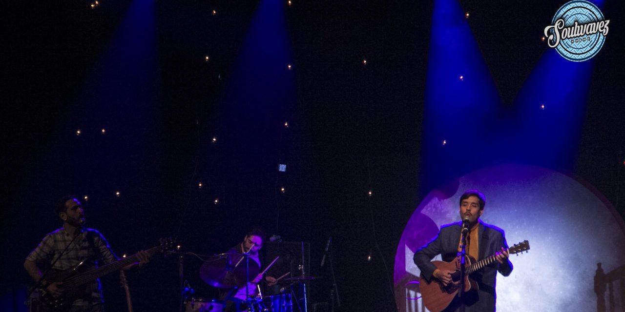 El David Aguilar complació a sus fans a la luz de la luna