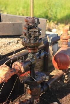 но некоторые уже заменены на новые - электрические (в том числе и в эмишской деревне), вопрос кто качает нефть - сами местные жители или нет, остался невыясненным