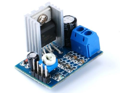 Pripojiť dva zosilňovače jeden kondenzátor