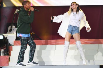 Pharrell-Williams-and-Miley-Cyrus-manchester-benefit-concert-2017-a-billboard-1548