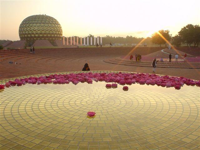 Auroville_Plaza_01