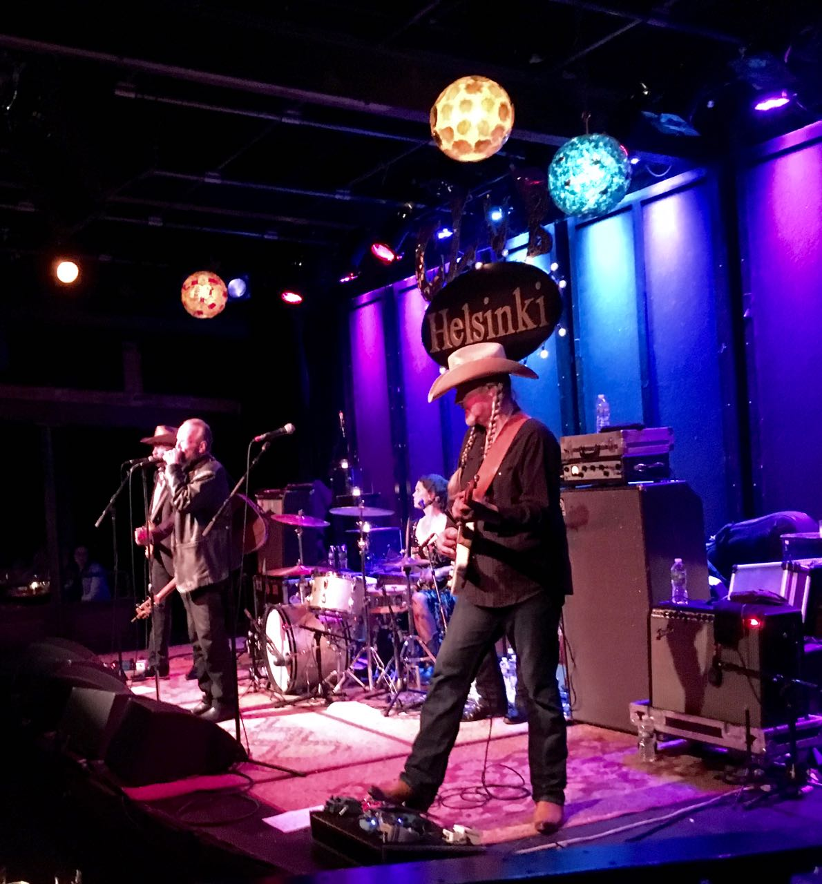 Dave and Phil Alvin & The Guilty Ones on stage at Helsinki Hudson