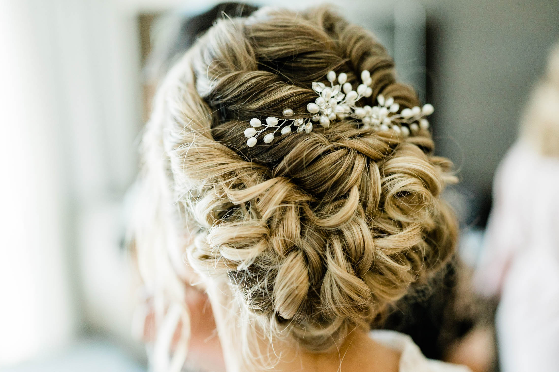 bridal hair before getting married at craven farms