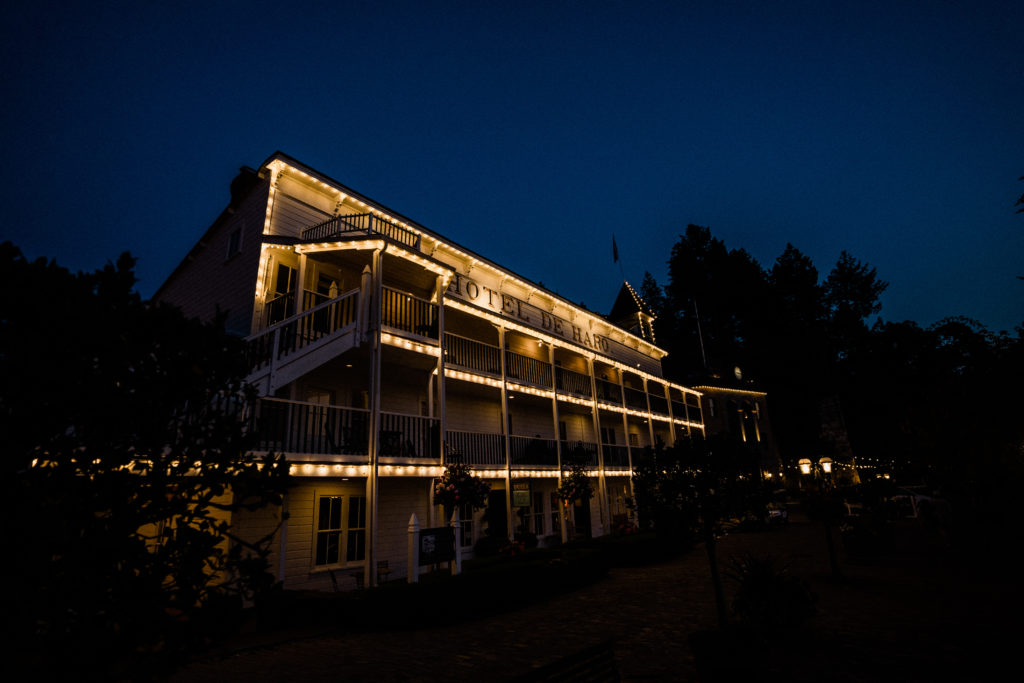 roche harbor resort wedding photographers takes dusk photos of the hotel