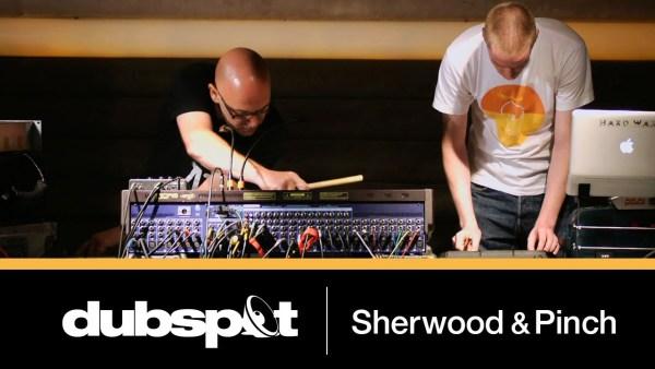 ダブマスターの手元がわかる!Adrian SherwoodとPinchの巧みなエフェクト・コントロールによるダブセッション・ビデオ