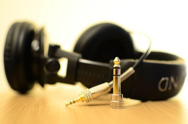headphones-141301_1280