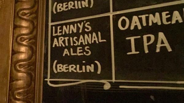 ベルリンついて最初に飲んだ店。西本さんとDennisとRechardというトリダニーコトバコのAbletonの認定トレーナーチームと飲む