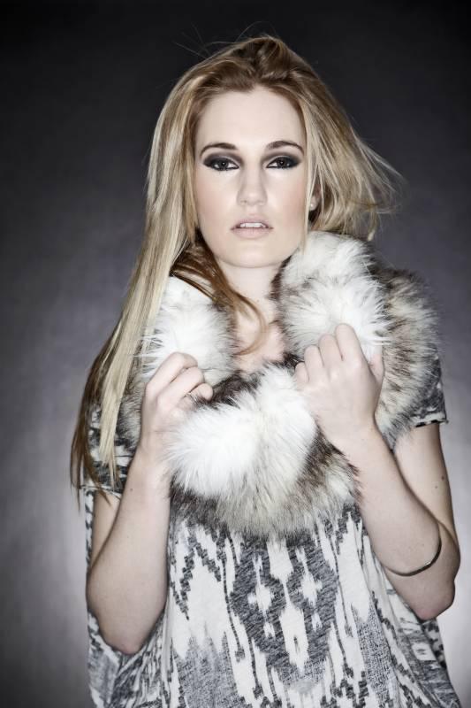 Robyn Sherwell: Acoustic Pleasure