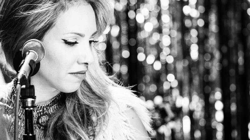 Keren Botaro – Timeless Voice And Vintage Love