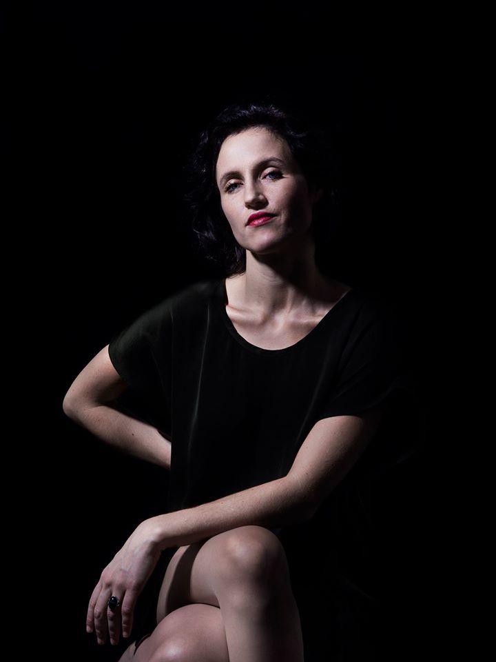 Laura Clauzel – Rendre Hommage A La Féminité