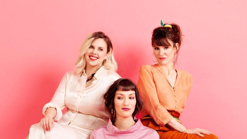 The Glossy Sisters – Elles Dépassent Toutes Les Limites Dans Leur Album «C'est Pas Des Manières «