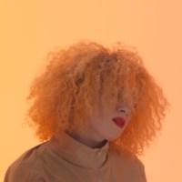 Maureen Angot donne un aperçu de son premier EP avec « Alerte Rouge »