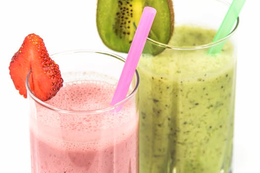 Strawberry and Kiwi milkshakes