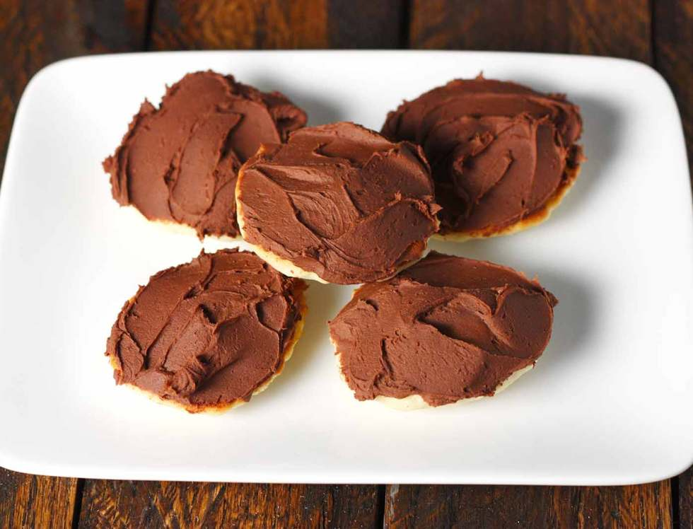 Five Berger Cookies on a plate
