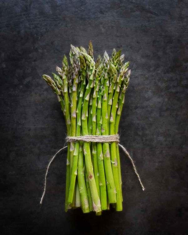 A bundle of spring asparagus, for roasted asparagus recipe.