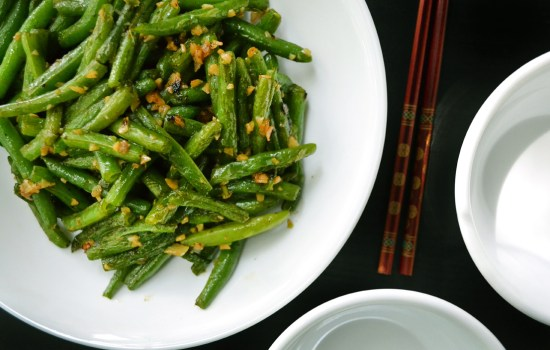 Chinese stir fried green beans with garlic
